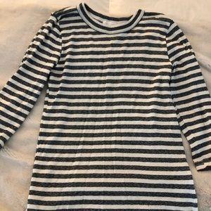 Quarter sleeve striped shirt